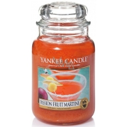 Yankee Candle Passion Fruit Martini - Tropical cocktail with Martini Classic large glass candle 623 g