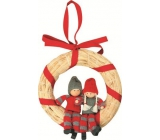 Straw wreath with figures in knitted suit 19 cm