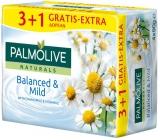 Palmolive Naturals Balanced & Mild tuhé toaletní mýdlo 3 + 1 ks 90 g